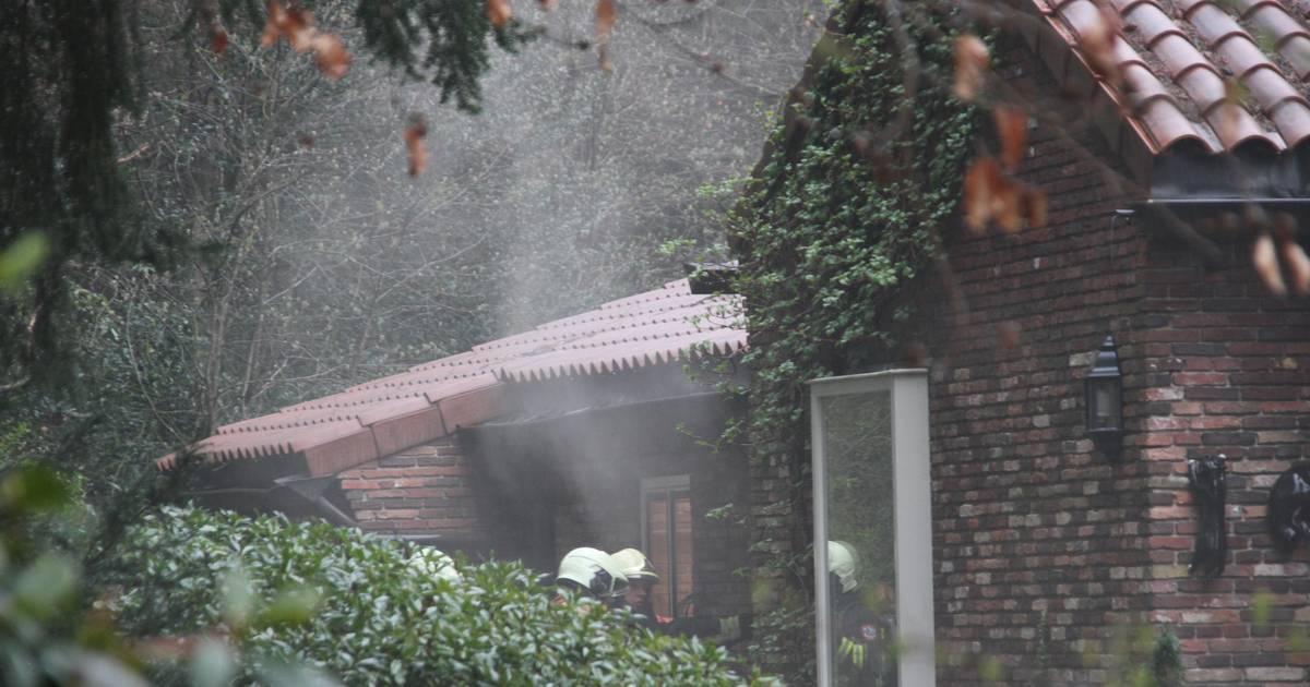 Sauna in kelder van boswoning in Nijverdal vliegt in brand
