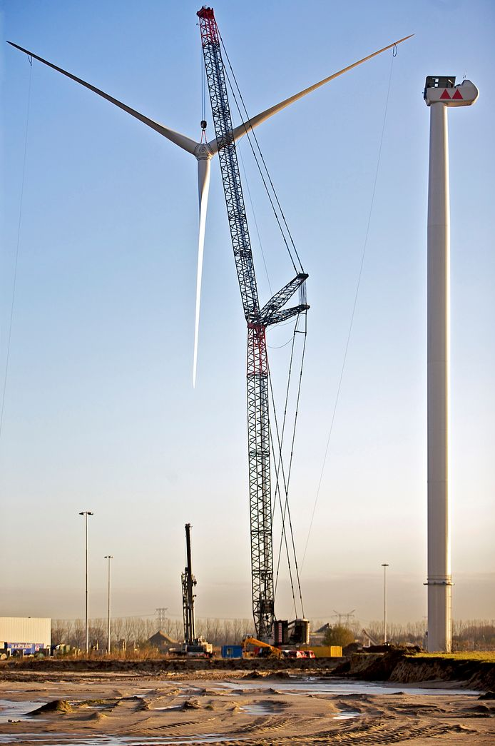 OOSTERHOUT  - De eerste van zes windmolens werd in 2008 op bedrijventerrein Weststad III in Oosterhout geplaatst.