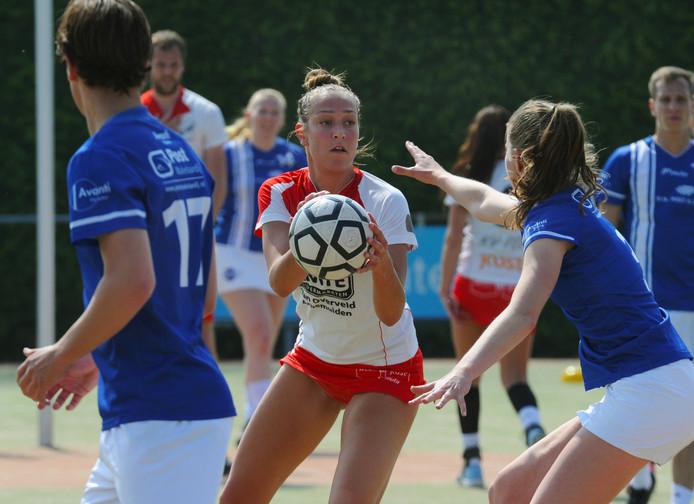 Jeanine Marijs in actie voor TOP tegen Avanti.