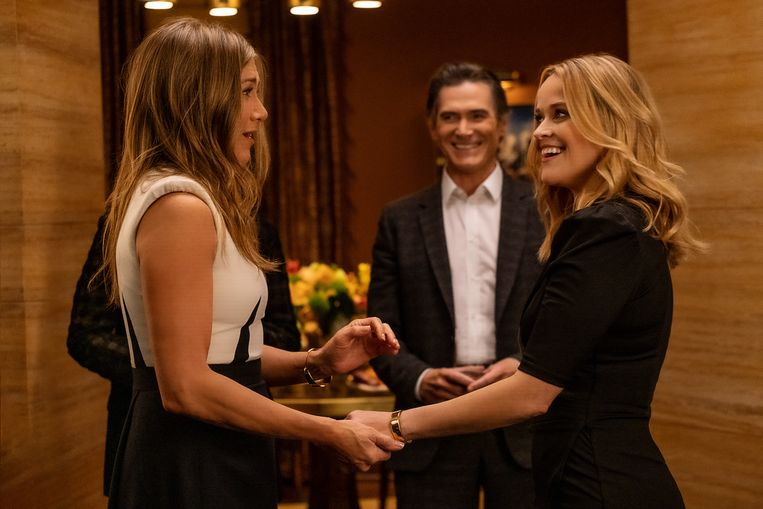 Jennifer Aniston, Billy Crudup en Reese Witherspoon in de beginaflevering van de tweede jaargang van 'The Morning Show'. Beeld Apple