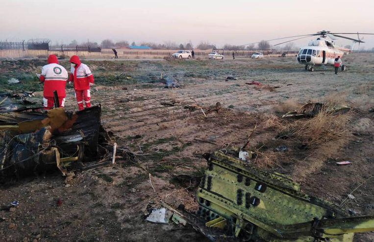 De Boeing 737-800 stond volgens ooggetuigen al in brand toen hij zich nog in de lucht bevond. Beeld AFP