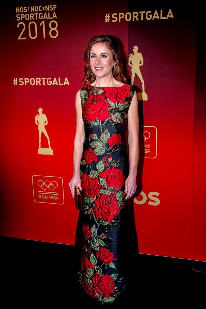 Annemiek van Vleuten kozen voor rode rozen op de rode loper. Ze wil vanavond naar huis gaan met de titel sportvrouw van het jaar.