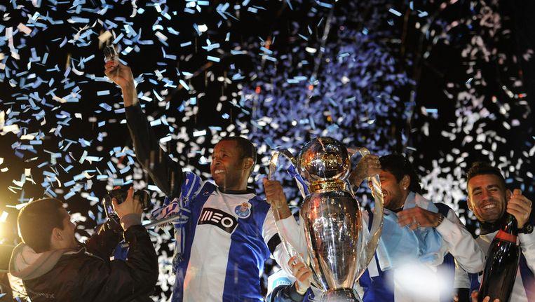 De spelers van Porto vieren de titel Beeld AFP