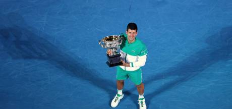 Koning Djokovic zit na jaar vol blunders stevig op zijn troon in Melbourne