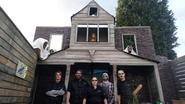 Frituur Mikey's Place bouwt eigen halloweenkasteel