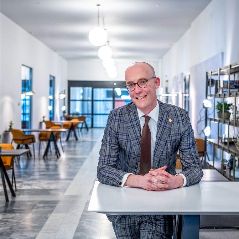 Erik-Jan Ginjaar, algemeen directeur Postillion in het nieuwe hotel in WTC Rotterdam.  Beeld Raymond Rutting / de Volkskrant