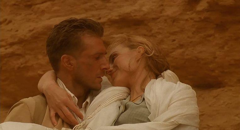 Ralph Fiennes en Kristin Scott Thomas in The English Patient Beeld