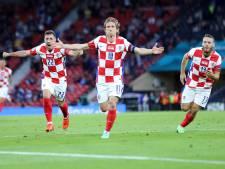 Kroatië voorkomt vroege aftocht tegen de Schotten dankzij wonderschone treffer Modric