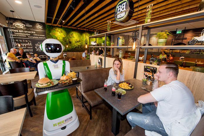 Een robot kan klanten in restaurant Big Bread Kitchen straks ook weer bedienen.