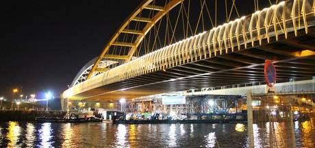 Nieuwe spoorbrug Utrecht ligt op zijn plek
