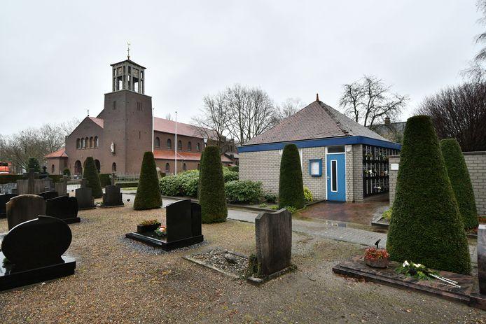 De aula op het kerkhof wordt mogelijk verbouwd om er in de toekomst diensten te houden, nadat de kerk is verkocht.