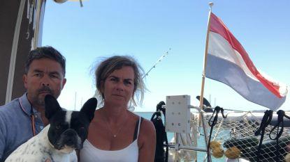"""Nederlands echtpaar al 14 weken vast op zeilboot: """"Het is inhumaan ons niet te helpen"""""""