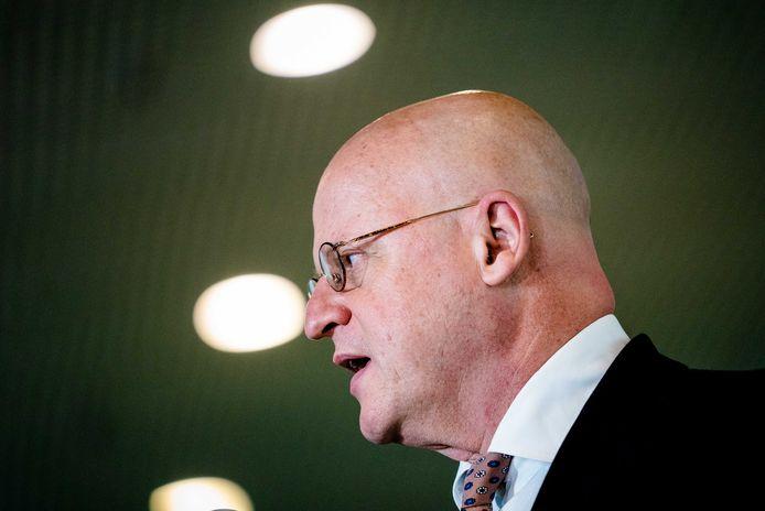 Minister Ferd Grapperhaus (Justitie en Veiligheid) staat de pers te woord.