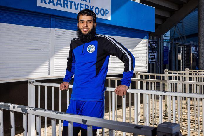 Soufyan Ahannach bij de ingang van stadion De Vliert: 'Deze kans bij FC Den Bosch wil ik met beide handen grijpen.'
