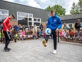 PEC Zwolle-spelers geven rekenles op basisschool De Brug
