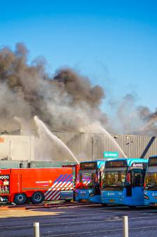 Gloednieuwe waterstofbus gaat verloren bij brand in Arriva-loods: 'Ik zag vuur en hoorde knallen'