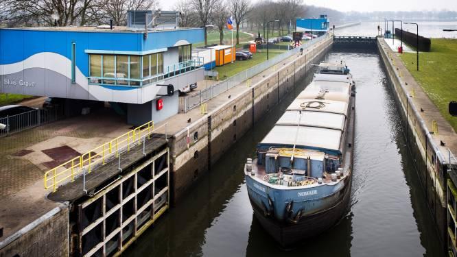 Stremming in Maas voorbij na aanvaring vrachtschepen