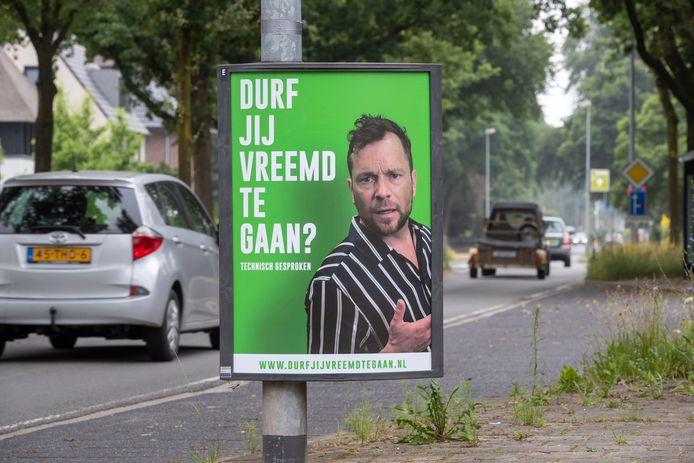 De borden langs de Edeseweg in Bennekom. Sommige inwoners en burgemeesters kunnen de dubbelzinnigheid van de boodschap niet waarderen.