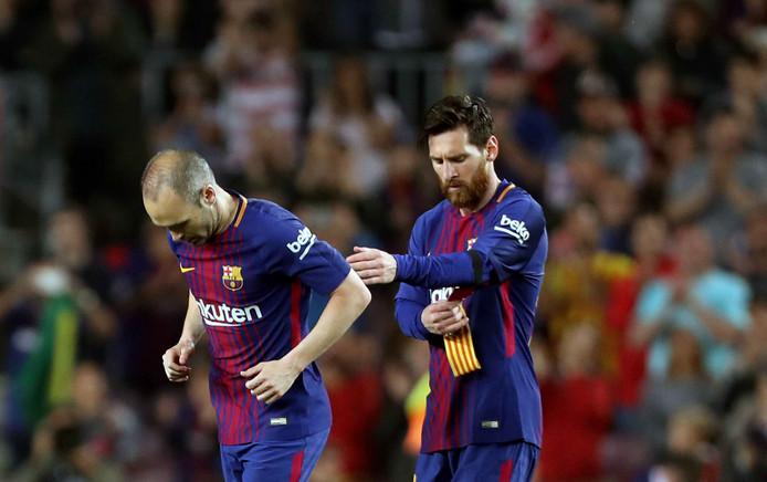 Lionel Messi neemt de aanvoerdersband over van Andrés Iniesta.