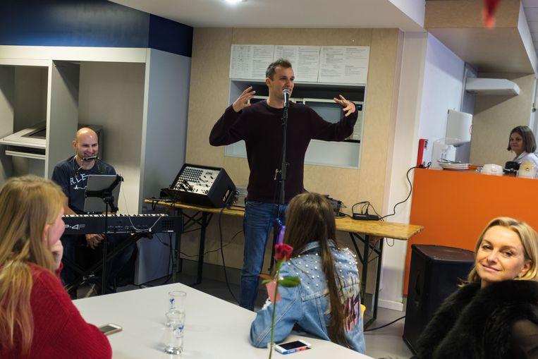 Tussendoor zong Michiel ook enkele liedjes.