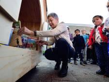 Kinderboekenschrijfster Van der Zanden in het Gelderlander Nieuwscafé in Boxmeer