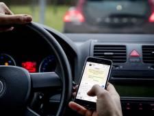 Twee derde van weggebruikers leest appjes achter het stuur ondanks verbod