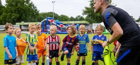 130 kinderen doen mee aan Nationale Voetbaldag in Waalwijk: eerst spelletjes, dan de stormbaan op