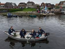 Na jaar afwezigheid weer palingen uitgezet in Genemuiden en Grafhorst: 'Effect was klein'