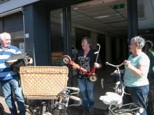 Historisch Rijwielmuseum Ommen fietst oude Hemapand in