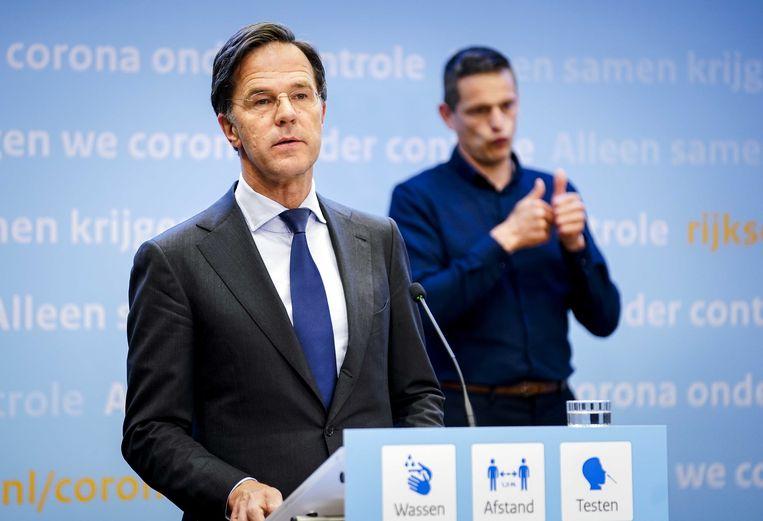 Demissionair premier Mark Rutte tijdens de persconferentie van vrijdag over een nieuwe versoepeling van de coronamaatregelen. Beeld ANP