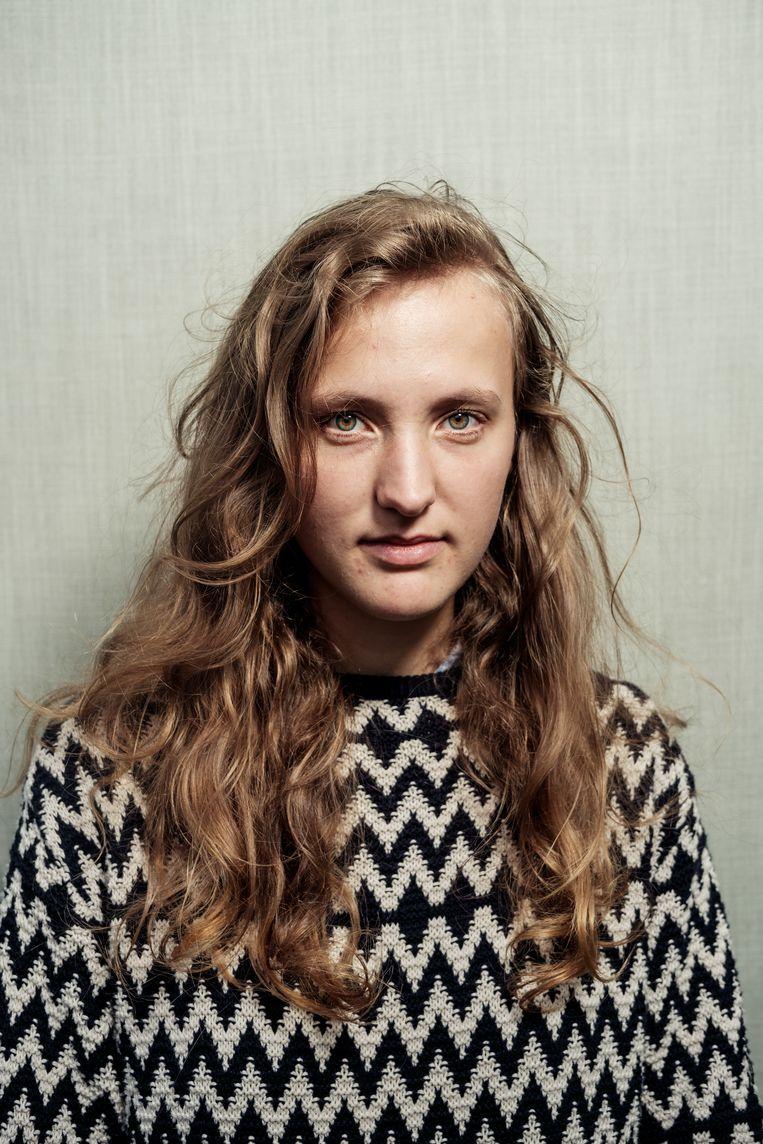 Lena Folkers (23) doet een minor journalistiek aan de VU en een bachelor fotografie en film aan de kunstacademie. Beeld Jakob Van Vliet