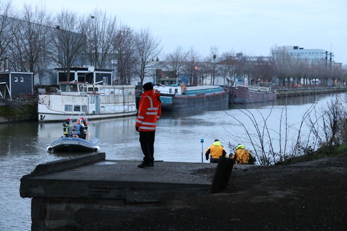 Er werd met twee boten gezocht op het water.