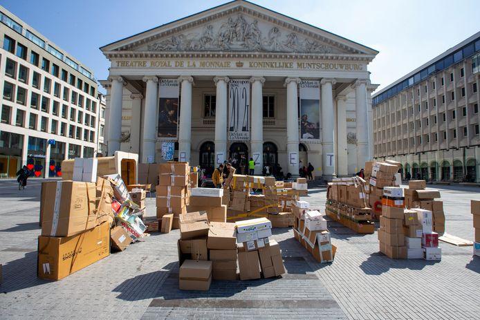 Met de bezetting van de Koninklijke Muntschouwburg schreven de Muntbezetters zich in in een beweging die vanuit Frankrijk overwaaide, waar in de voorbije maanden tientallen cultuurhuizen door artiesten werden ingenomen.