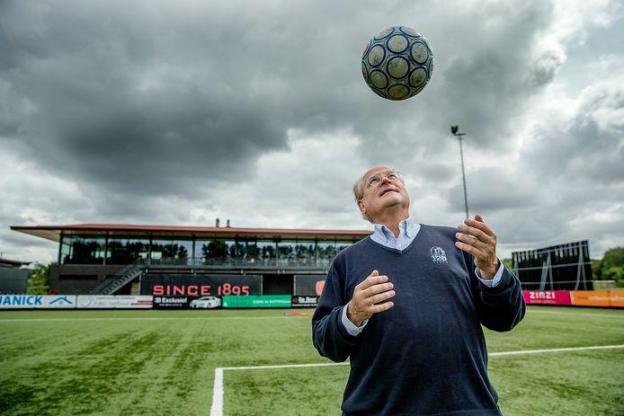 René van Ierschot is al 64 jaar lid van de chique, traditionele voetbalclub V.O.C. uit Rotterdam.