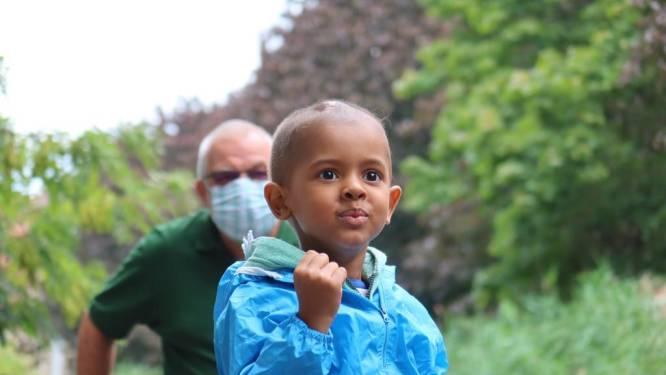 """Idris (4), overleden aan hersentumor, staat centraal in campagne UZA: """"Niet elk 'lief jongetje' haalt het"""""""