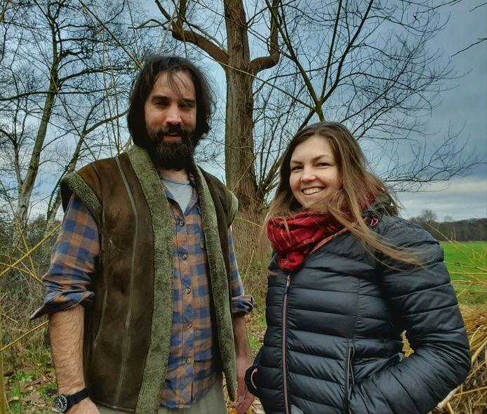 Koen Arts met zijn vrouw Gina. Zij leefden een jaar lang, grotendeels, buiten.