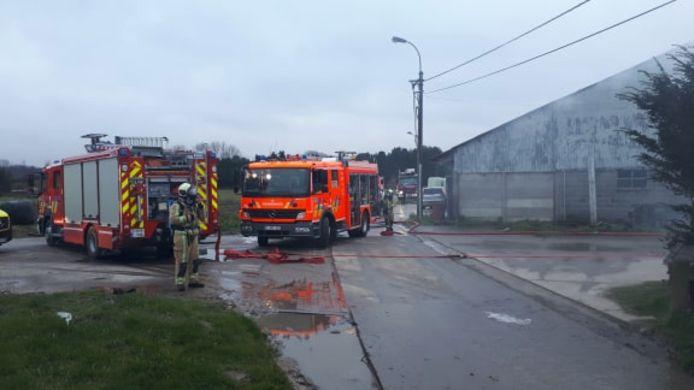 Verschillende brandweerploegen van hulpverleningszone Vlaamse Ardennen kwamen ter plaatse.
