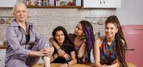Russische supermarkt onder vuur voor advertentie lesbisch stel, zwicht voor kritiek