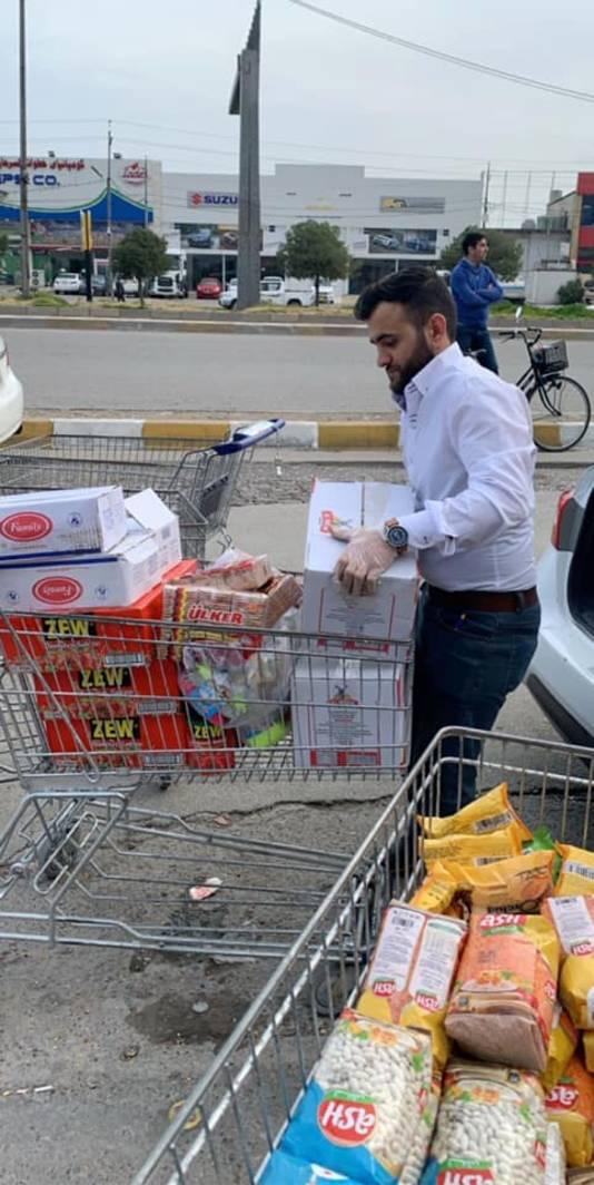 Star Rostam koopt voedsel in voor noodlijdende gezinnen in Noord Irak.