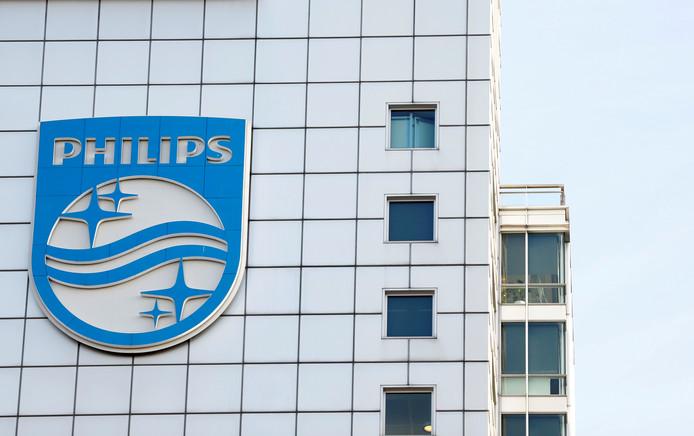 Het logo op het hoofdkwartier van Philips in Amsterdam.