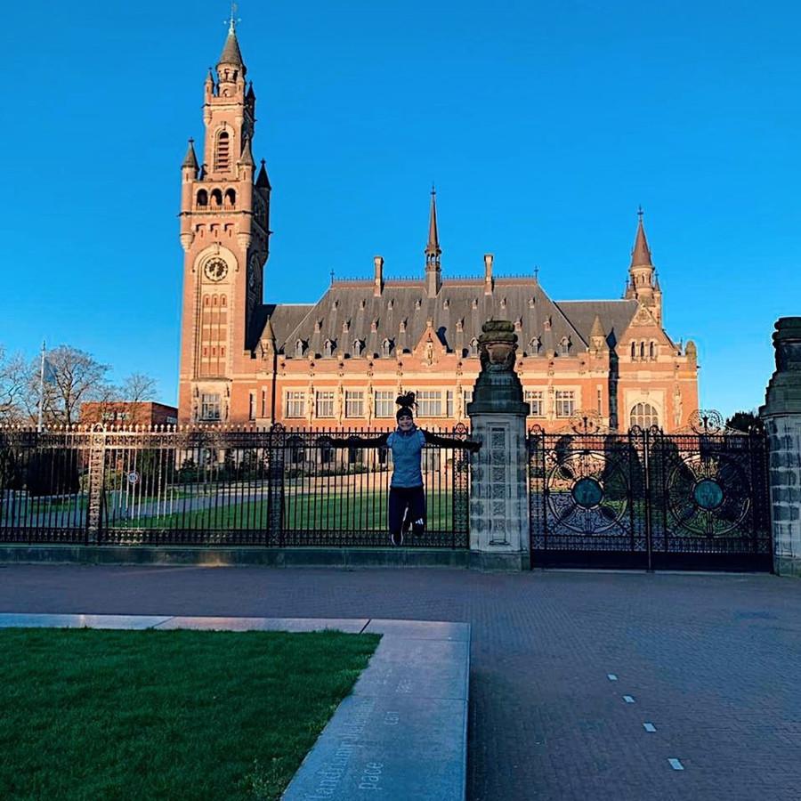 Hockeyster Eva de Goede liep vandaag in alle vroegte en stilte een rondje door Den Haag.