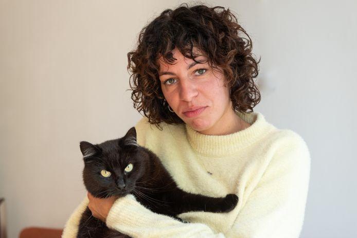 Suzan Jansen is bang dat iemand het gemunt heeft op haar kat Ceja en wil andere katteneigenaren waarschuwen.