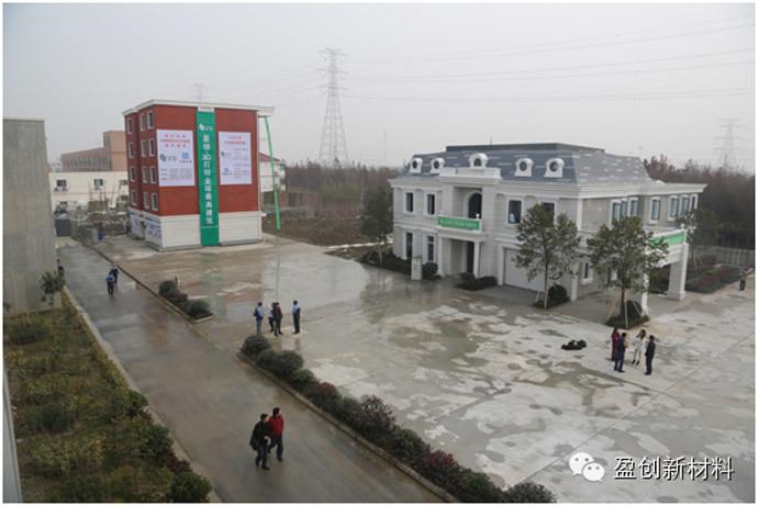 Rechts de geprinte villa met een woonoppervlakte van 1.100m²