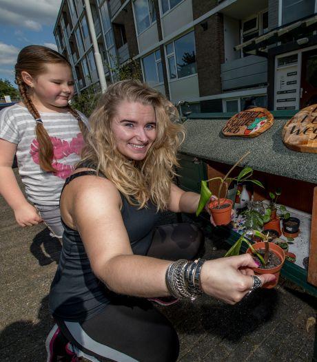 'Kamerplantenbieb' in Tielse wijk: 'Meid, doe lekker je ding'