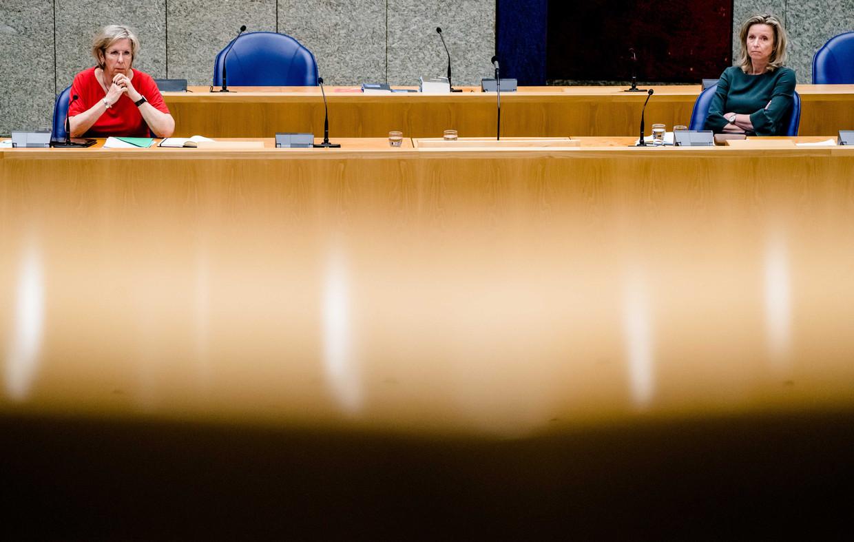 Oud-verkenners Jorritsma en Ollongren donderdag tijdens het debat over de mislukte formatieverkenning.  Beeld ANP