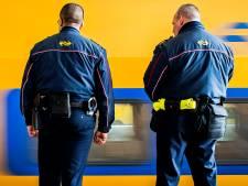 NS-personeel woedend nadat collega op spoor werd geduwd door zwartrijders: 'Van onze mensen blijf je af'