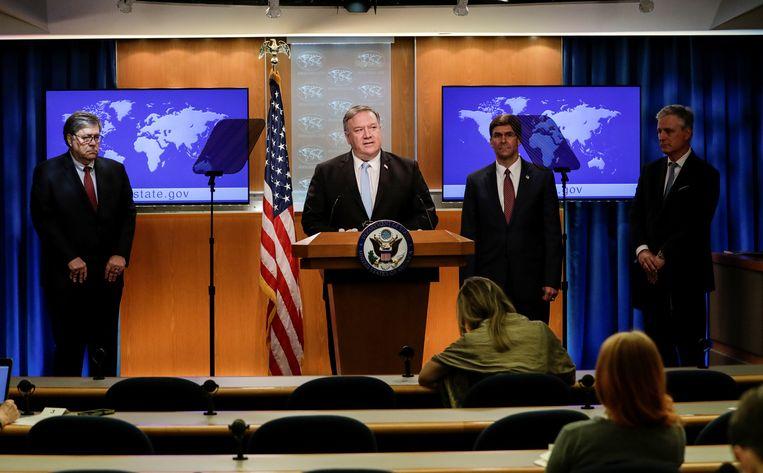 Drie Amerikaanse ministers – Mike Pompeo van buitenlandse zaken, Mark Esper van defensie en William Barr van justitie – kondigden donderdag in Washington sancties aan tegen het ICC. Beeld REUTERS