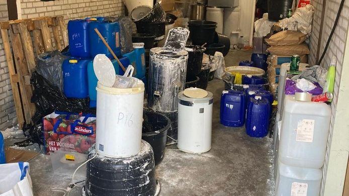 Een voorbeeld van een lab waar de harddrug crystal meth werd gemaakt. De politie maakte deze foto in februari in Veghel.