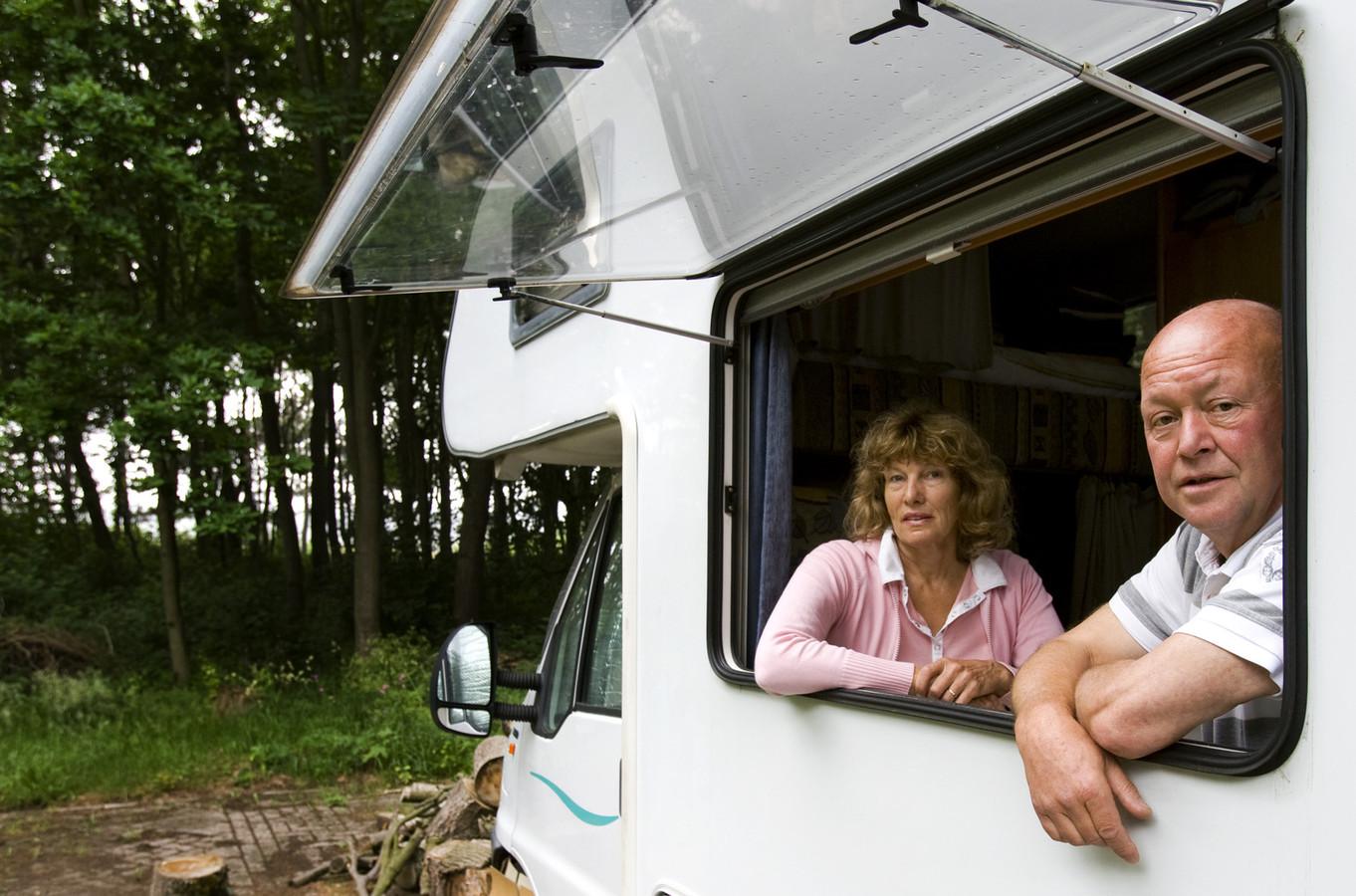 De bekendste klokkenluider van Nederlander Ad Bos (bouwfraude). Hij woonde zelfs tijdelijk in een camper door alle problemen