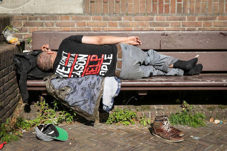 De Amsterdamse gemeenteraad bespreekt nieuw daklozenbeleid. Voor de 'verborgen dakloosheid' van mensen die in hun eigen huis niet veilig zijn, is geen aandacht.  Beeld ANP